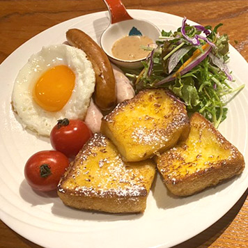 French toast with salad